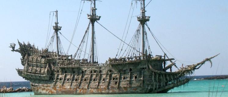 """Der Fliegende Holländer – das Geisterschiff, das keinen Hafen ansteuern kann –  dazu würden die USA gern den iranischen Tanker """"Adrian Darya 1"""" machen. (Foto: gemeinfrei)"""