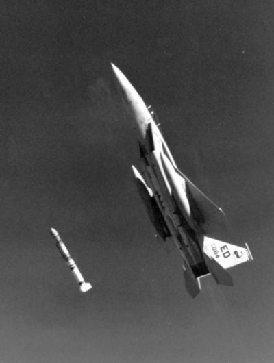 """Probelauf für den """"Sternenkrieg"""": Eine Antisatellitenrakete wird abgeschossen (13. September 1985)"""