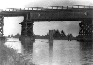1952 wurde die Autobahnbrücke bei Finowfurt in Brandenburg von Agenten in Brand gesetzt.