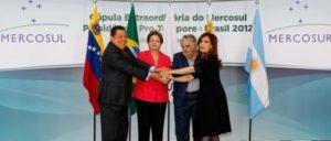 Integration vor der Rechtswende: Mit Hugo Chávez, Dilma Rousseff, dem damaligen Präsidenten Uruguays José Mujica und Christina Kirchner (v.l.) war das Wirtschaftsbündnis Mercosur von linken Regierungen dominiert. (Foto: Presidencia de la Nación Argentina / wikipedia.org / CC BY 2.0)