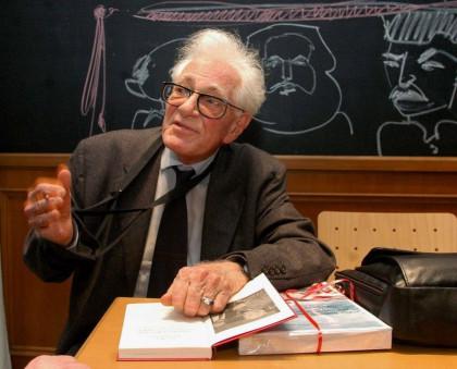 Was ist das für ein Phönix? Hans Heinz Holz stellt 2007 beim Eulenspiegel-Verlag ein neues Buch vor.
