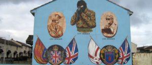 DUP-Chefin Arlene Foster trifft sich gerne mal mit den alten Kämpfern der paramilitaristischen UDA. (Wandbild in Belfast, Nordirland). (Foto: [url=https://www.flickr.com/photos/tortiegirl/4804750257]glynnis2009[/url])