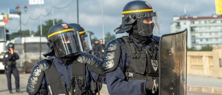 16000 Polizisten sollten am vergangenen Wochenende unliebsame Proteste vom G7-Gipfel fernhalten. (Foto: Willi Effenberger)