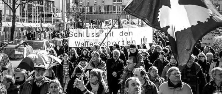 Verschiedene Kräfte in der gemeinsamen Aktion zusammenführen: Berliner Ostermarsch 2016. (Foto: Willi Effenberger)