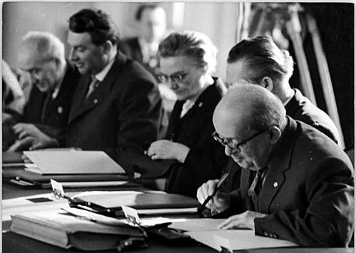 5.Sitzung des Staatsrates der DDR am 9.März 1964. In der Mitte Lieselott Herforth