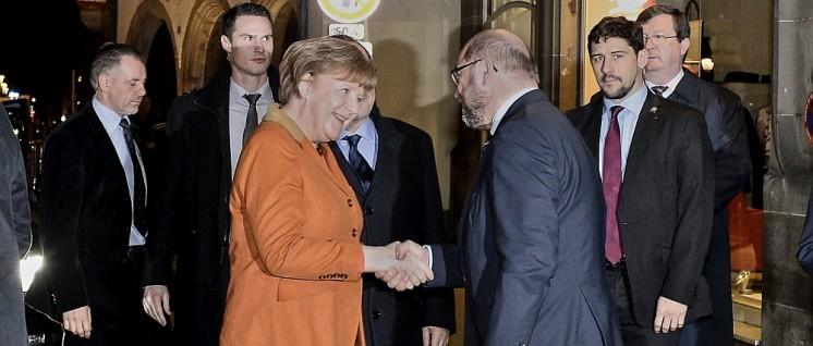 """Dramaturgisch ein Paar: Merkel setzt deutsche Interessen in der EU durch, Schulz gewinnt Menschen für die """"europäische Idee"""". (Foto: Europäische Union 2016)"""