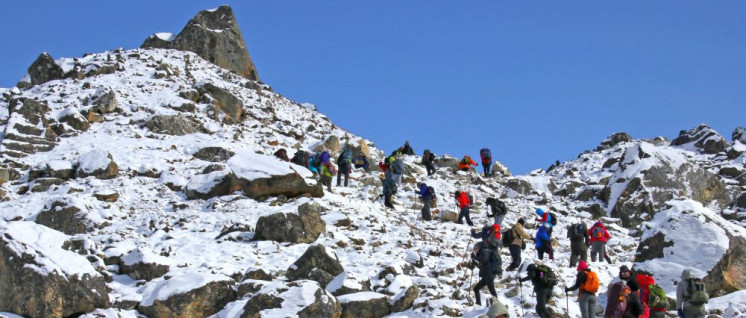 Auf dem Weg zum Gipfel: Stau am Mount Everest (Foto: [url=https://www.flickr.com/photos/84554176@N00/40313542040]Guillaume Baviere[/url])