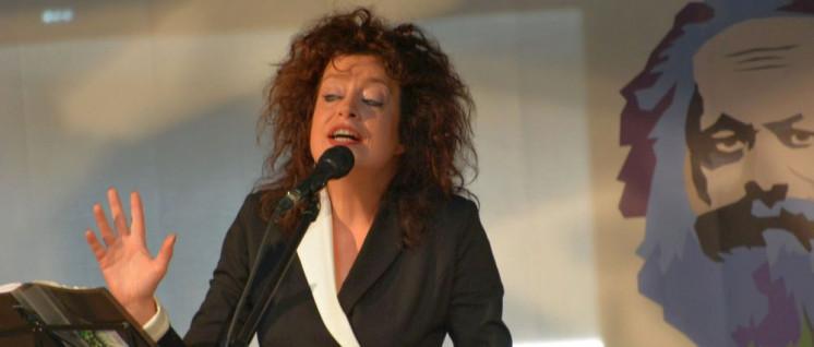 Auf der Marx-Bühne: Sabine Kühnrich vom Trio Quichote  (Foto: Tom Brenner)