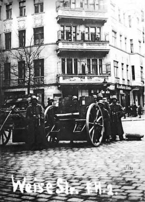Weisestraße, Anfang 1919: Regierungstruppen schützen die Ordnung.