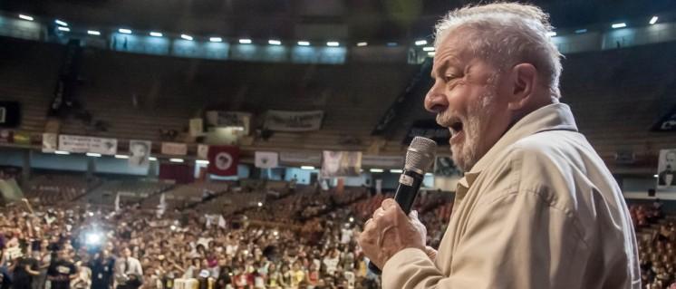Lula als alter und neuer Hoffnungsträger: 7000 junge Menschen kamen in die Turnhalle Mineirinho in Belo Horizonte, um gegen den neuen Präsidenten zu protestieren. (Foto: Midia Ninja)
