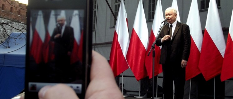 Polen ist auf dem Weg zurück in die Zeiten des Pilsudski-Regimes – und er zieht die Fäden: Jaroslaw Kaczynski, Vorsitzender der PiS. (Foto: Piotr Drabik/flickr.com/CC BY 2.0)