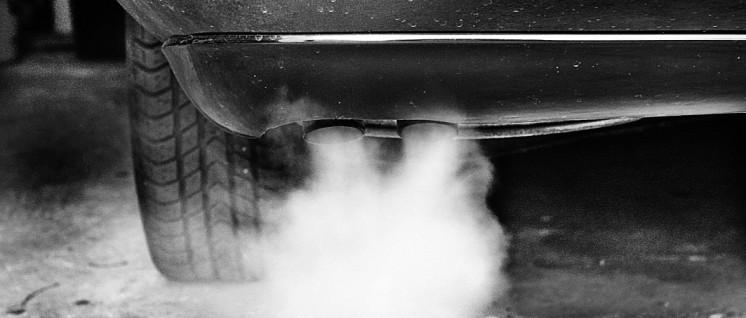 Der Industrie zum Nutzen, den Menschen zum Schaden – Stickoxid-Ausstoß wird nicht reduziert. (Foto: Gabi Eder/pixelio.de)