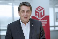 Dietmar Schäfers ist stellv. Bundesvorsitzender der IG BAU und Verhandlungsführer der IG BAU für die Tarifrunde Bauhauptgewerbe