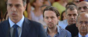 Koalieren? Pablo Iglesias, Generalsekretär von Podemos, ist sich nicht sicher. Bei der Person links vorne im Bild könnte es sich um den zukünftigen Koalitionspartner Pedro Sánchez von der PSOE handeln. (Foto: Podemos)