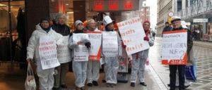 Protest gegen die mörderischen Arbeitsbedingungen in der Bekleidungsindustrie am 29.November im Dortmunder Stadtzentrum. (Foto: Hanfried Brenner)