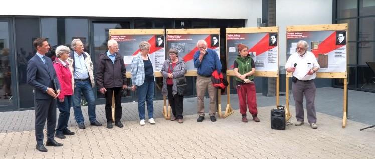 LR Andreas Müller, zweiter von links, Hans Walter Klein (AMS/VVN-BdA Siegen), zweiter von rechts, Miriam Osvath, Querflöte (Foto: Thorsten Thomas)