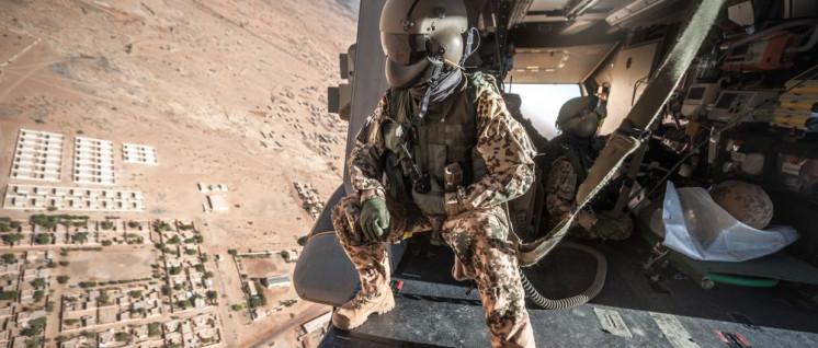 """Ein Bundeswehrsoldat bei einer Übung in Gao (Mali) im Rahmen der Mission """"MINUSMA"""" (Foto: Bundeswehr/Johannes Müller)"""