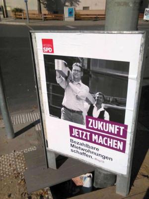 TSG packt an: Der SPD-Spitzenkandidat Thorsten Schäfer-Gümbel verspricht auf Wahlplakaten, die fehlenden Wohnungen gleich selbst zu bauen.