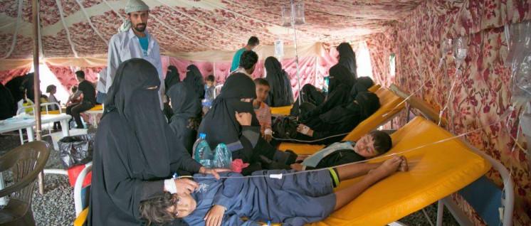 Die medizinische Versorgung im Jemen bleibt katastrophal. Hier die Cholera-Abteilung des von der WHO betriebenen al-Sabeen-Krankenhauses in Sanaa, untergebracht in einem Zelt.  (Foto: IFRK)