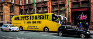 Brexit am Arsch! Die Befürworter einer neuen Abstimmung machen auf Bussen Stimmung, das Referendum von 2016 zu ignorieren. (Foto: [url=https://www.flickr.com/photos/andyhay/46245714151]Andy Hay[/url])