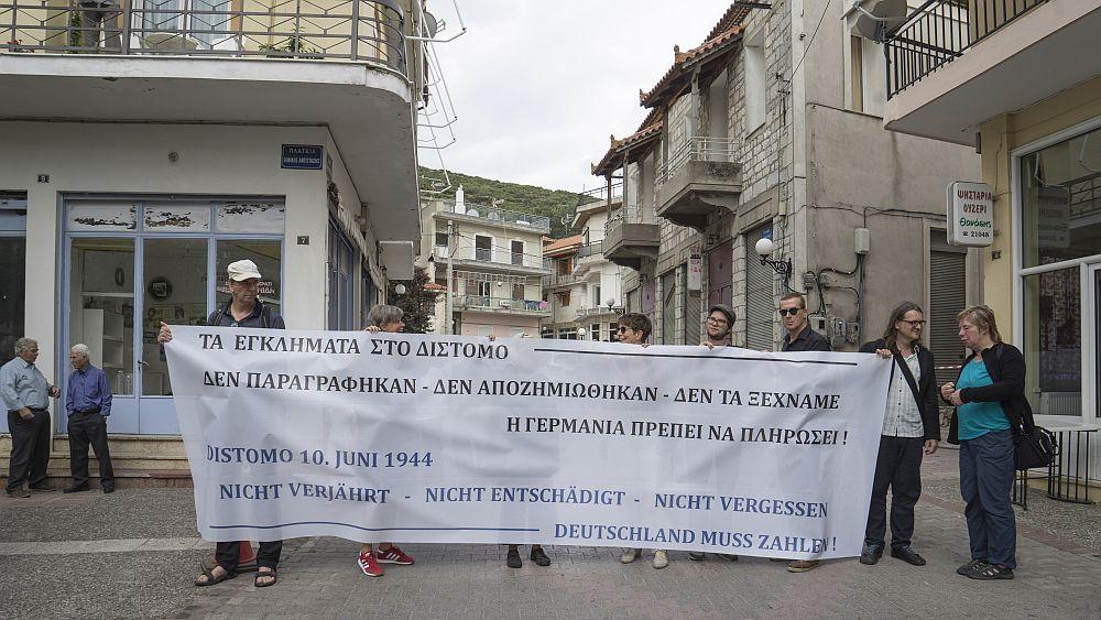 """Teilnehmer der """"liberation-tour 2019"""" in Distomo"""
