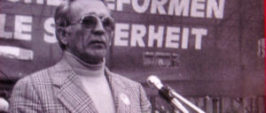 Lorenz Knorr (1921-2018) auf einer Friedenskundgebung 1978 (Foto: [url=https://de.wikipedia.org/wiki/Lorenz_Knorr#/media/File:Lorenz_Knorr_bei_DFU.jpg]Lyhne/Wikimedia Commons[/url])