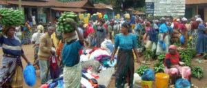Markttag am Kilimandscharo – wenn es nach McKinsey geht, wird der heimische Lebensmittelmarkt durch Supermarktketten ersetzt. (Foto: Claus Bünnagel / pixelio.de)