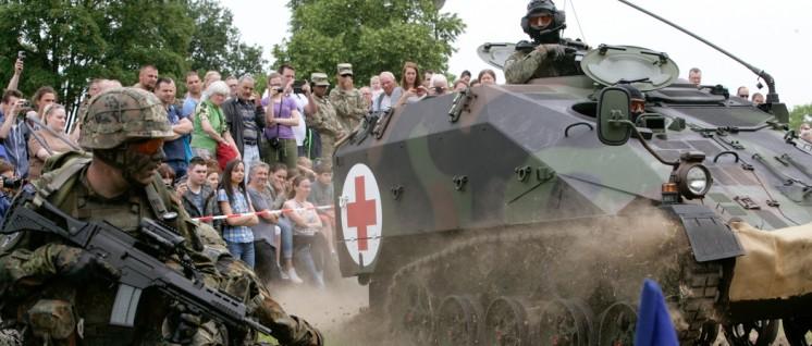 """Zeigen, was sie auch im Innern können: Vorführung beim """"Tag der Bundeswehr"""" (Foto: Bundeswehr / Dirk Bannert)"""