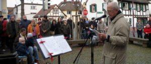 Klaus Seibert bei der Einweihung des Käthe-Jonas-Platzes in Maintal. Der Platz wurdfe benannt nach einer kommunistischen Widerstandskämpferin gegen die Nazis. (Foto: privat)