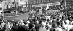 """""""KPD: Die Partei der Deutschen Einheit und Unabhängigkeit"""": Wahlkampfveranstaltung der KPD 1950 (Bildausschnitt) (Foto: UZ-Archiv)"""
