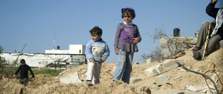 Ein 360 Quadratkilometer großes Trümmergrundstück, auf dem zwei Millionen Menschen hausen– der Gazastreifen. (Foto: [url=https://www.flickr.com/photos/gloucester2gaza/3387654489/] gloucester2gaza/Wikimedia Commons[/url])
