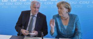 Harter Vorstopper, liberale Mutti: Angela Merkel und Horst Seehofer üben den Schulterschluss. (Foto: CDU/Laurence Chaperon)