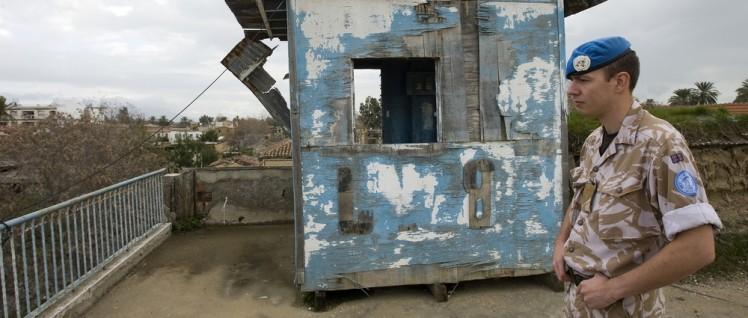 """In der von den Vereinigten Nationen kontrollierten Pufferzone sind Blauhelme der """"United Nations Peacekeeping Force"""" in Zypern (UNFICYP) stationiert. (Foto: UN Photo/Eskinder Debebe)"""