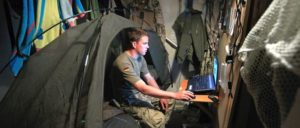 Nach Willen der USA auch bald in Syrien: Deutsche Soldaten wie Stabsunteroffizier Lennart in seinem Schlafbereich in Afghanistan (Foto: [url=BQ: https://www.flickr.com/photos/wirdienendeutschland/8798484316/in/photostream/]Wir. Dienen. Deutschland. / flickr.com[/url])