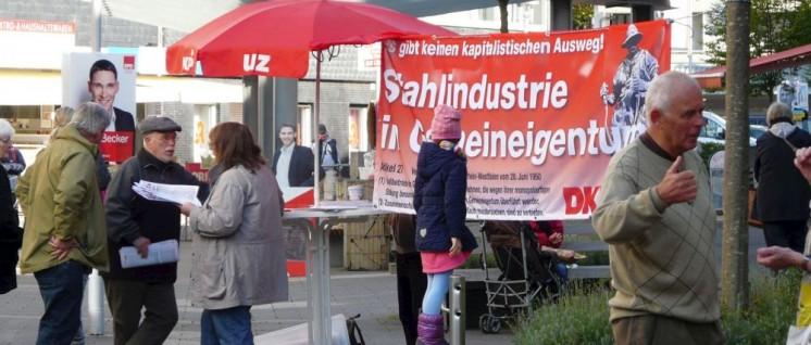 Bundestagswahl 2017: Infostand der DKP-Gruppe Siegen mit einem Thema, das tausende Stahlarbeiter in der Region betrifft (Foto: Tom Brenner)