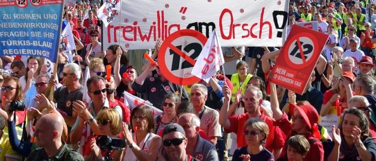 Das Protestieren gegen Politik für die Konzerne wird so schnell kein Ende haben. (Foto: [url=https://commons.wikimedia.org/wiki/File:2018-06-30_-_Demo_Nein_zum_12-Stunden-Tag_-_23.jpg]Haeferl / Wikimedia Commons[/url])