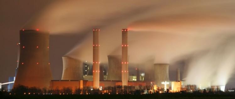 Kraftwerk Niederaussem bei Nacht
