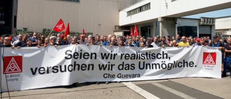 Die Kolleginnen und Kollegen bei Halberg Guss kämpfen um ihre Arbeitsplätze: Aktion der IG Metall am Leipziger Betrieb im Juni (Foto: IG Metall Leipzig)
