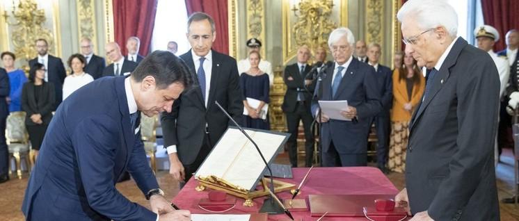 Präsident Sergio Mattarella mit Ministerpräsident Giuseppe Conte bei der Vereidigung (Foto: Presidenza della Repubblica)