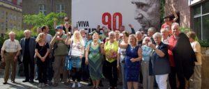 Berliner Kuba-Freunde stoßen auf Fidel an (Foto: Gabriele Senft)