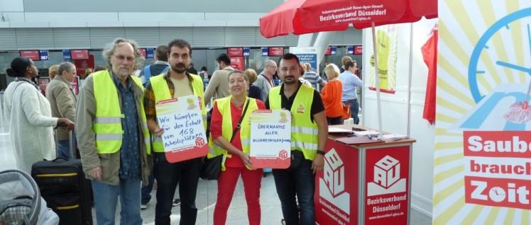 Solidarische Aktion im Flughafen Düsseldorf. (Foto: Bettina Ohnesorge)