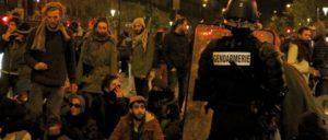 """Die Verhältnisse verschlechtern sich, die Hoffnung keimt: """"Nuit debout"""" in Paris. (Foto: Maya-Anaïs Yataghène/flickr.com/CC BY 2.0/www.flickr.com/photos/mayanais/26677516816)"""