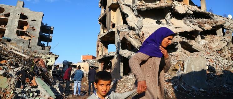 Was in Merkels Kosten-Nutzen-Rechnung keine Rolle spielt: Die kurdische Stadt Cizre im März dieses Jahres, zerstört von türkischen Truppen. (Foto: HDP)