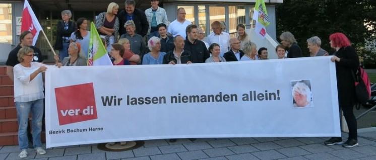 40 Kolleginnen und Kollegen zeigten zur Gerichtsverhandlung ihre Solidarität mit Sabine Kleemann. (Foto: ver.di)