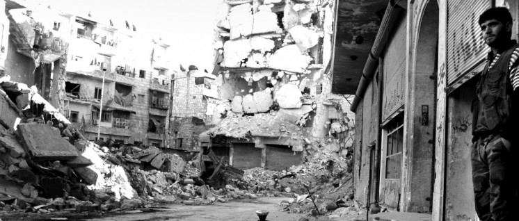 Umkämpft: Eine Straße in Aleppo. (Foto: Foreign and Commonwealth Office/Syria- two years of tragedy (8556475365).jpg/Open Government Licence v1.0)