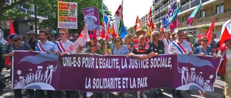 """""""Vereint für Gleichheit, soziale Gerechtigkeit, die Solidarität und den Frieden""""– Demonstration in Lille (Foto: Cercle Henri Barbusse /Claude Langlet)"""