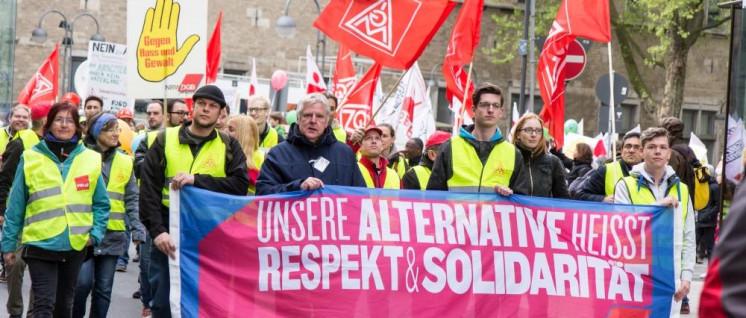 Über 10000 Menschen demonstrierten gegen den AfD-Parteitag in Köln 2017 (Bild), in Riesa waren es über 1000. (Foto: [url=https://commons.wikimedia.org/wiki/File:K%C3%B6ln_stellt_sich_quer_-_Tanz_die_AfD_-2843.jpg]Elke Wetzig[/url])