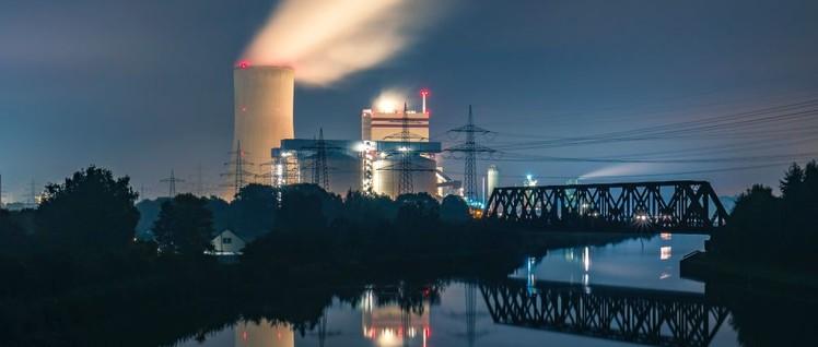 STEAG-Kohlekraftwerk in Lünen: Der STEAG-Konzern profitiert von der Kohlepolitik der Bundesregierung (Foto: [url=https://www.flickr.com/photos/dangrothe/37297255921] Daniel Grothe / flickr.com[/url])