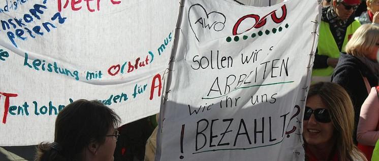 Abschlusskundgebung am 18.Februar auf dem Kennedy-Platz in Essen (Foto: Werner Sarbok)