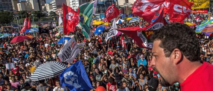 "Brasiliens Gewerkschaften mobilisieren massiv gegen Temers ""Reform""-Pläne. (Foto: [url=https://www.flickr.com/photos/midianinja/35086343946/]Mídia NINJA[/url])"